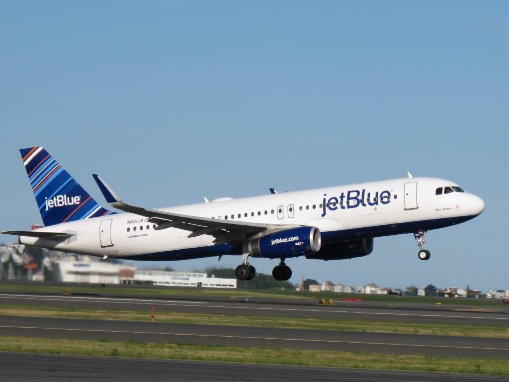 One of JetBlue's many Airbus A320 aircraft's taking off. Photos: JetBlue