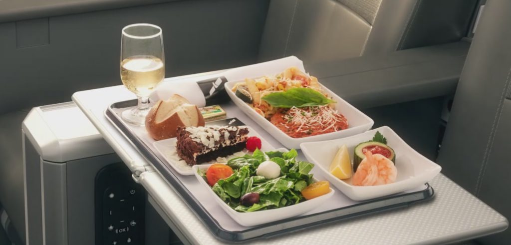 A preview of dining in American's Premium Economy. (Photo: American Airlines)